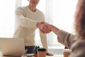 como conseguir tus primeros clientes